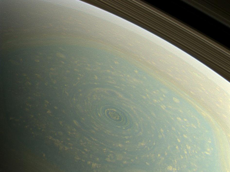 Huracán misterioso en el Polo Norte de Saturno