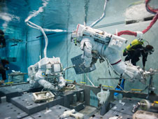 JSC2013-E-030874: Neutral Buoyancy Laboratory