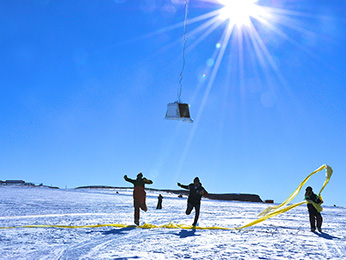 Balloon Array for Radiation belt Relativistic Electron Losses (BARREL) team members run under the payload as the balloon first takes flight at the SANAE IV research station in Antarctica. Image Credit: NASA