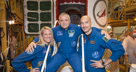 JSC2013-E-048417 -- Expedition 36-37 crew members