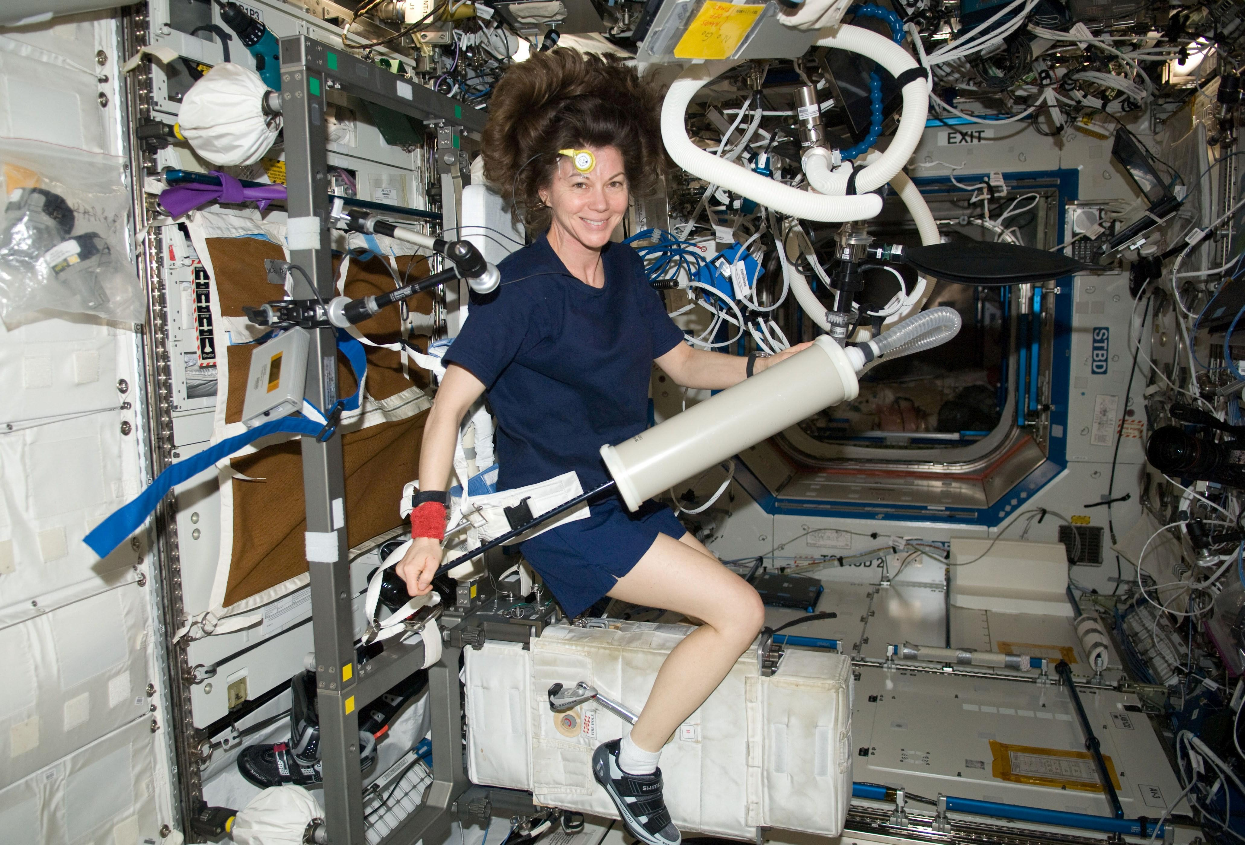 supply oxygen for astronauts - photo #25
