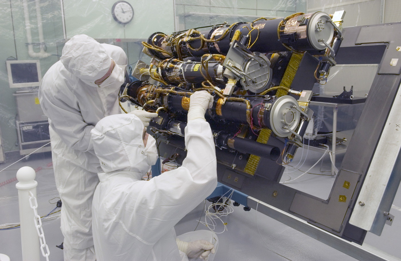 stereo in nrl cleanroom nasa cold room laboratory temperature