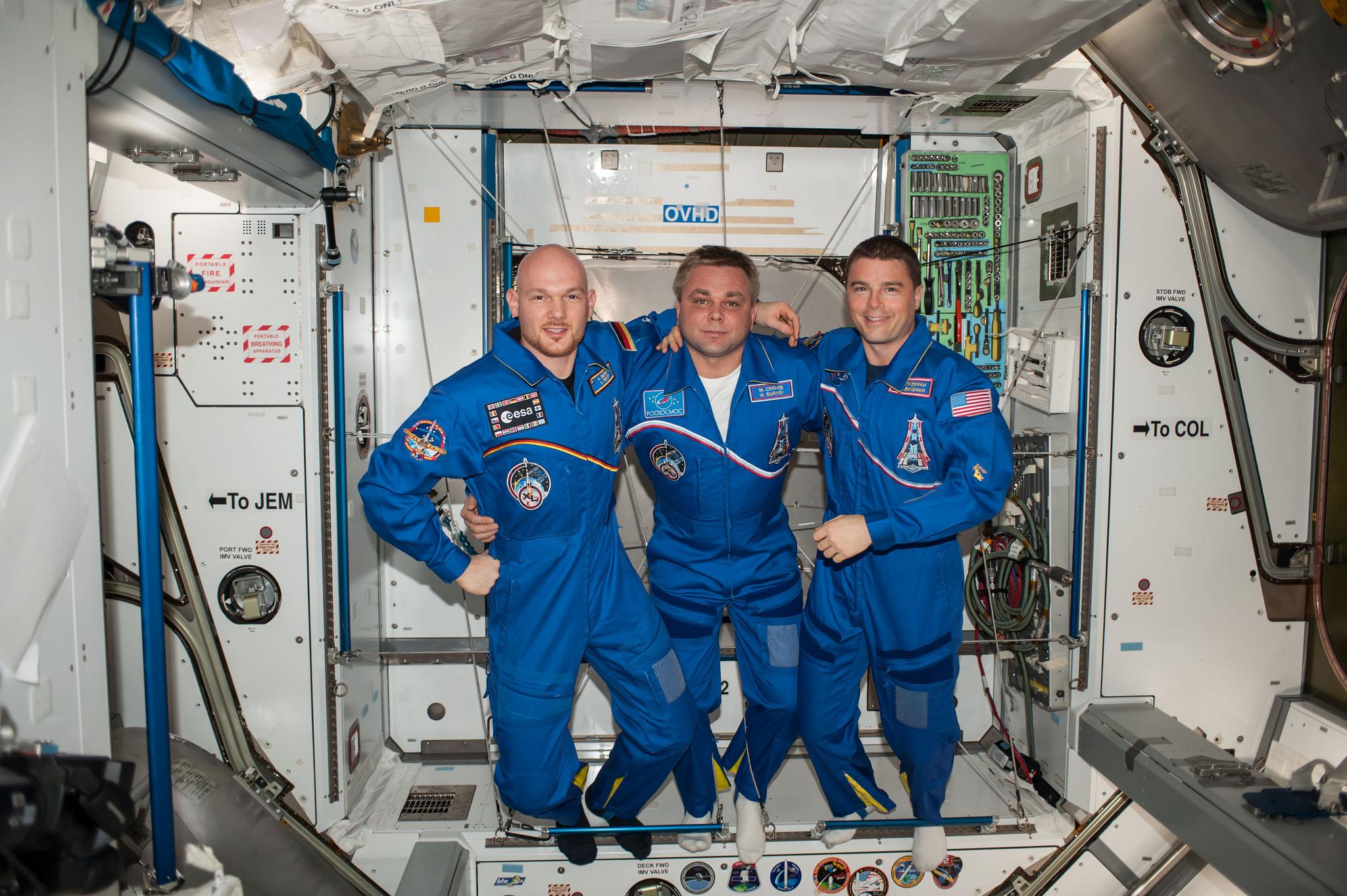 spacecraft crew - photo #9