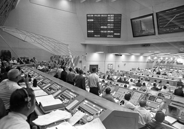 tense moment mission control nasa - photo #42