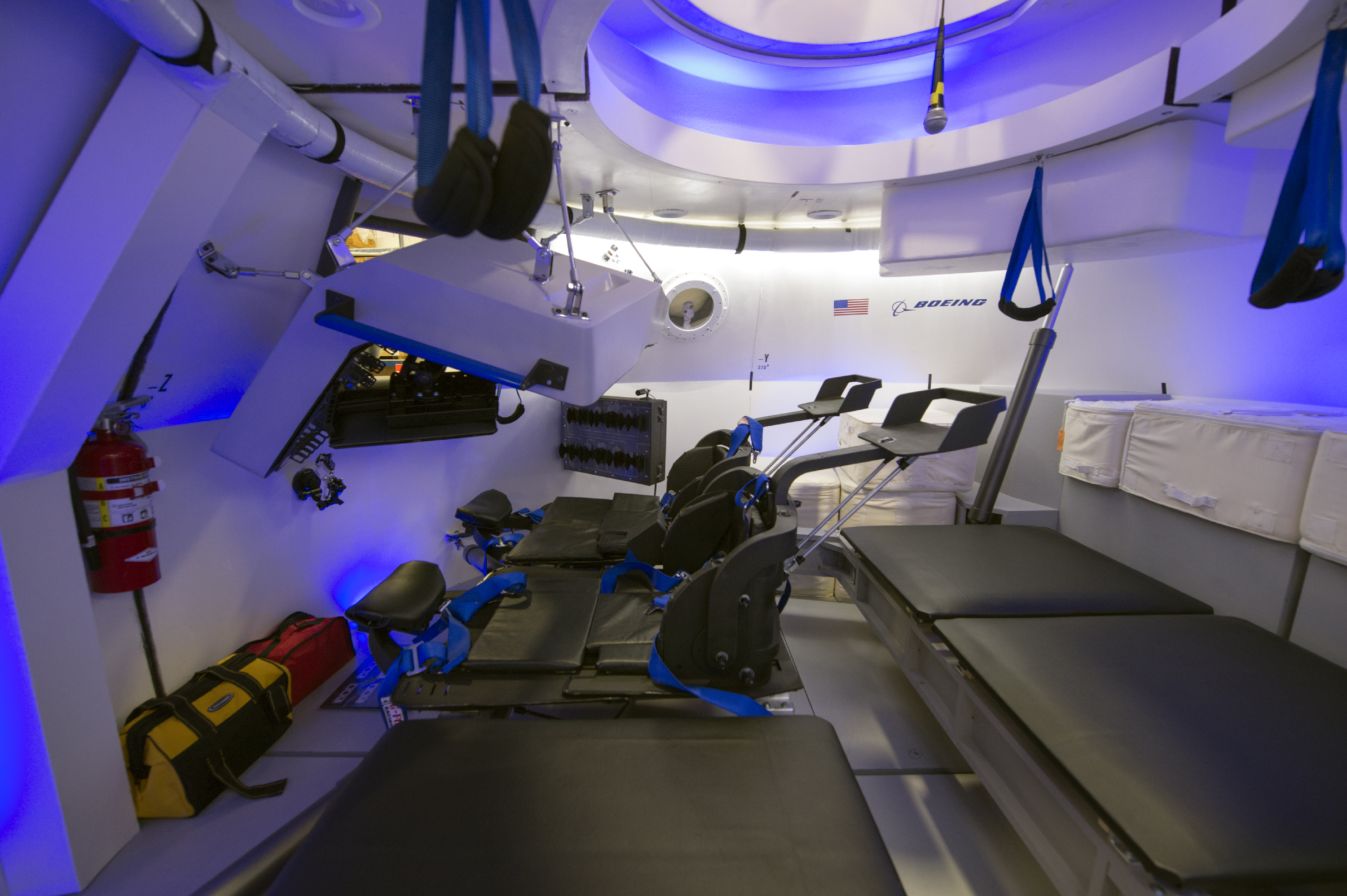 Boeing 39 s new astronaut capsule opens its pod bay doors for for Interieur gov