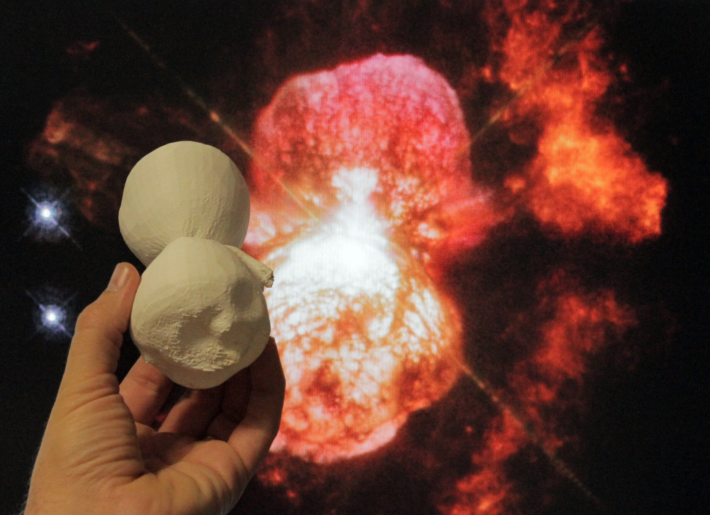 Astronomers Craft 3-D Model of Doomed Star's Outburst