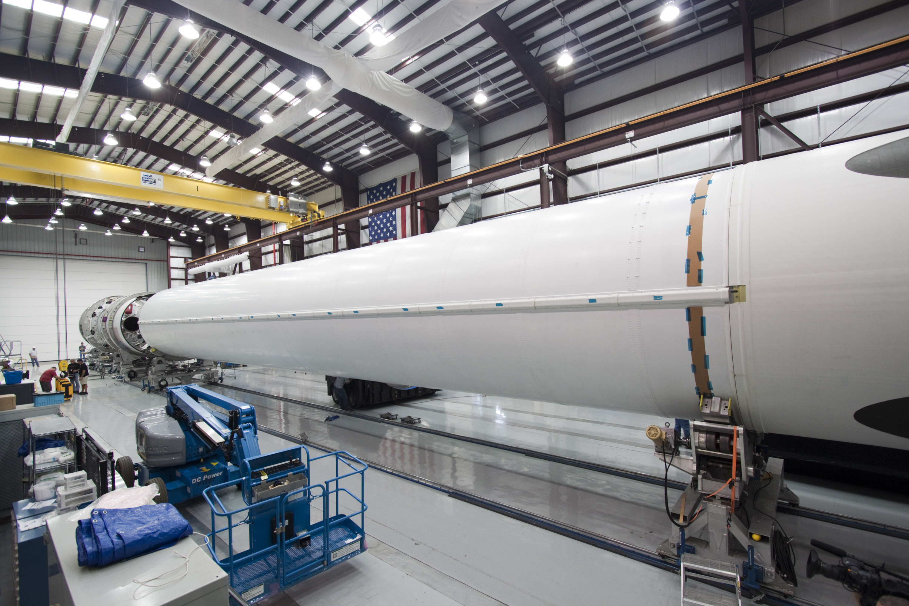 spacex dragon rocket in hanger - photo #15
