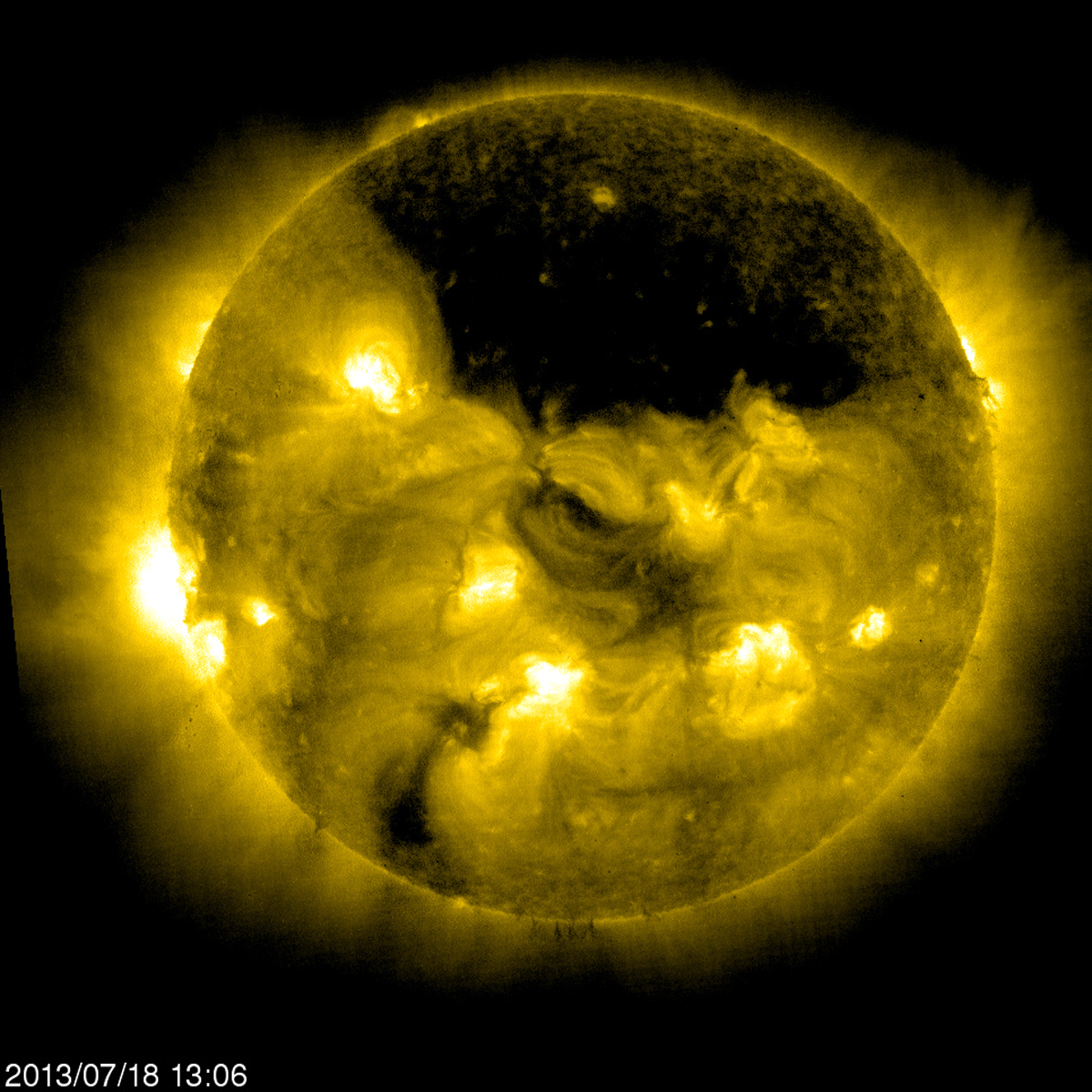 Large Coronal Hole Near the Sun's North Pole | NASA