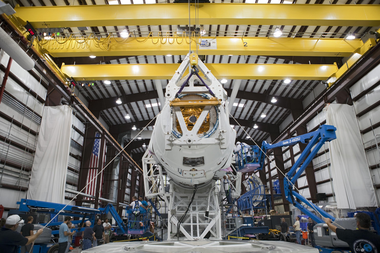 hangar spacex falcon 9 high resolution - photo #1