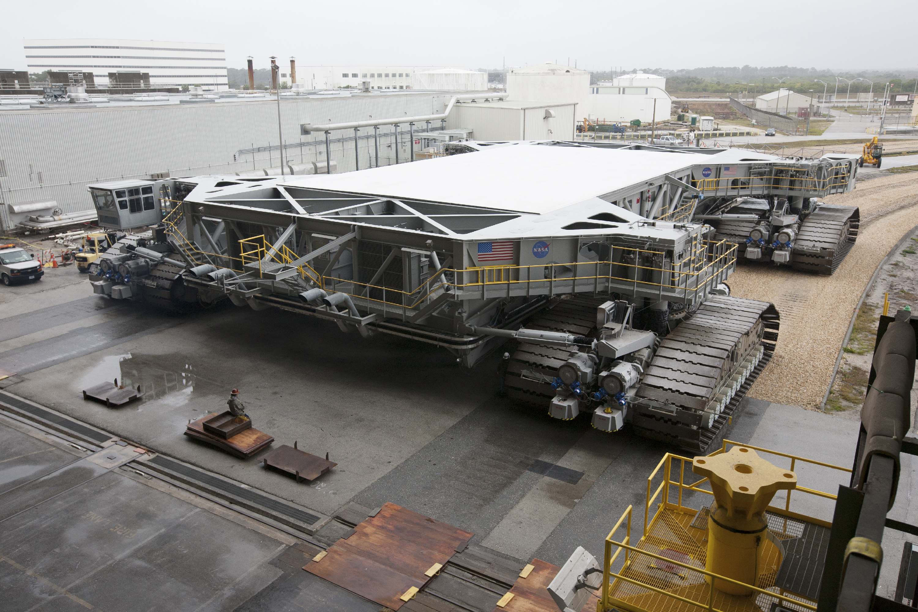 [SLS] Apollo-era crawler transporter upgrades ...
