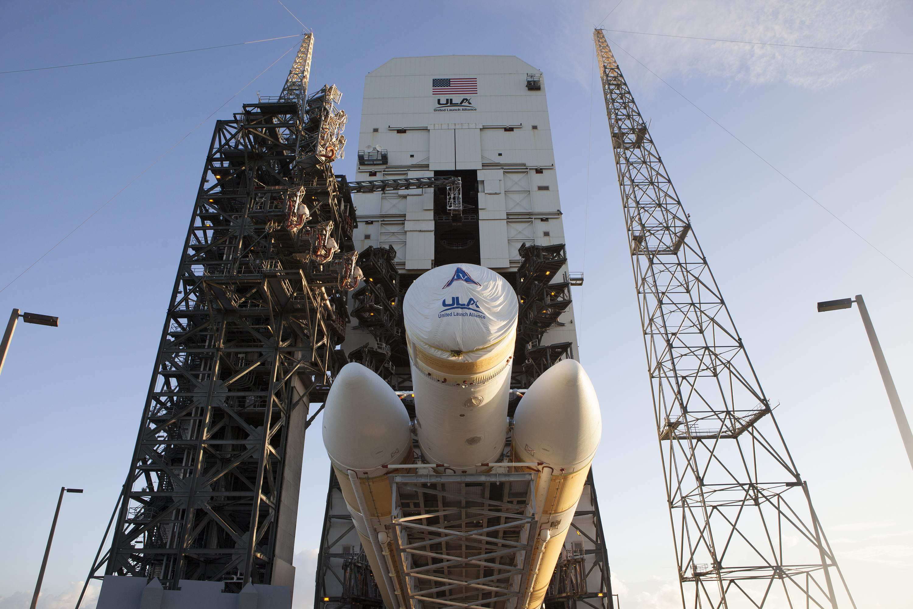 Delta IV Heavy Rocket Rolls to Launch Pad for Orion First ...
