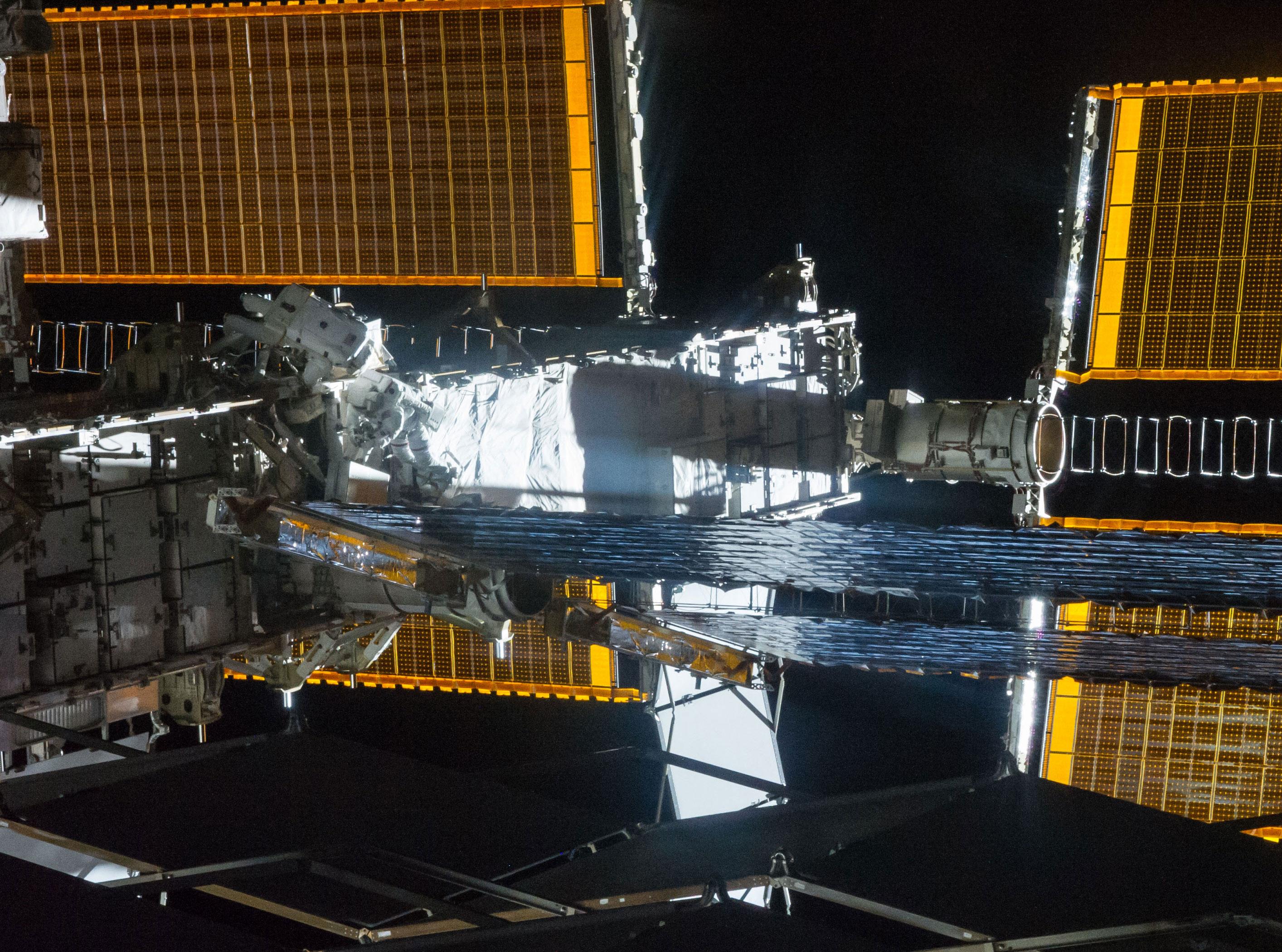 Expédition 41 Expedition-41_spacewalk_iss041e074845