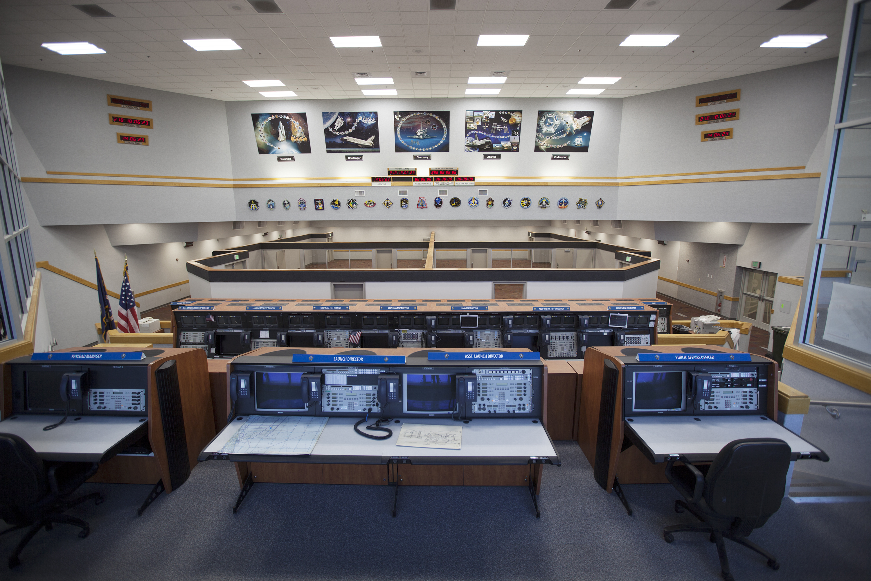 Nasa control room employees 1960s pics about space for Intranet interior
