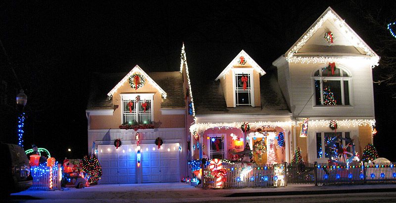 Good Small House Eid Al-Fitr Decorations - holiday_lights_va_house  2018_612197 .jpg