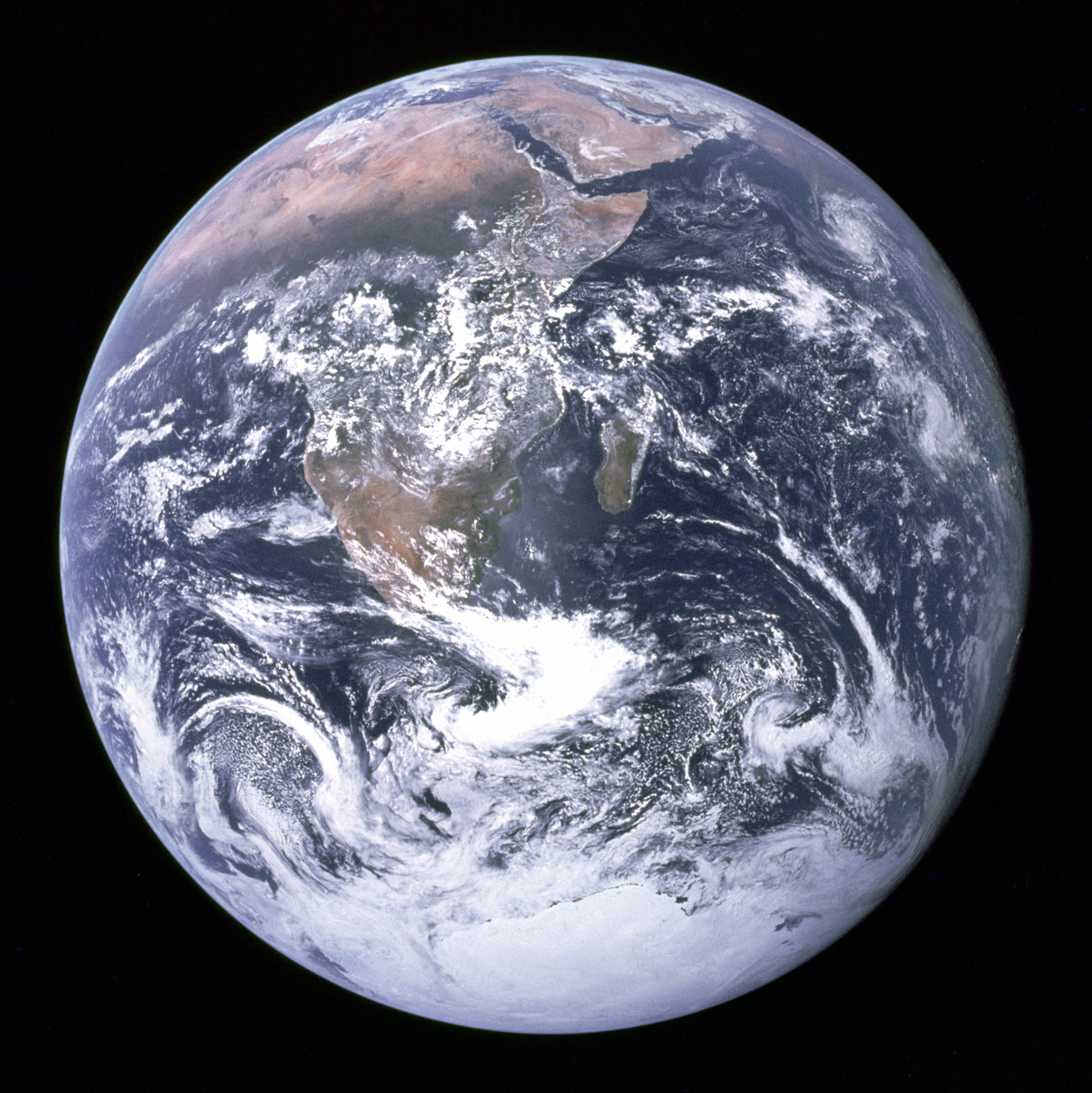blue marble image of the earth from apollo 17 nasa