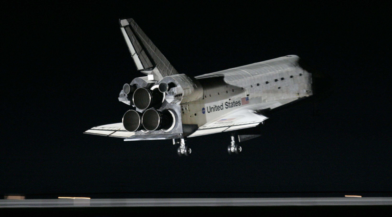 Atlantis Space Shuttle Black Background - Pics about space