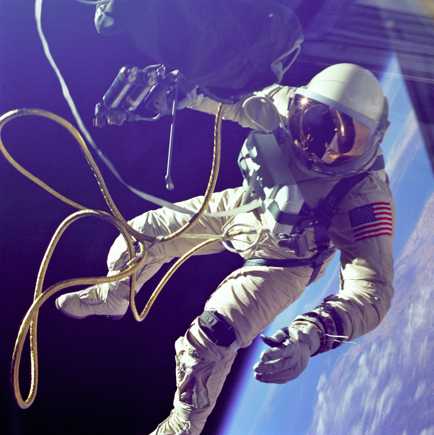 first american astronaut to walk in space - photo #4