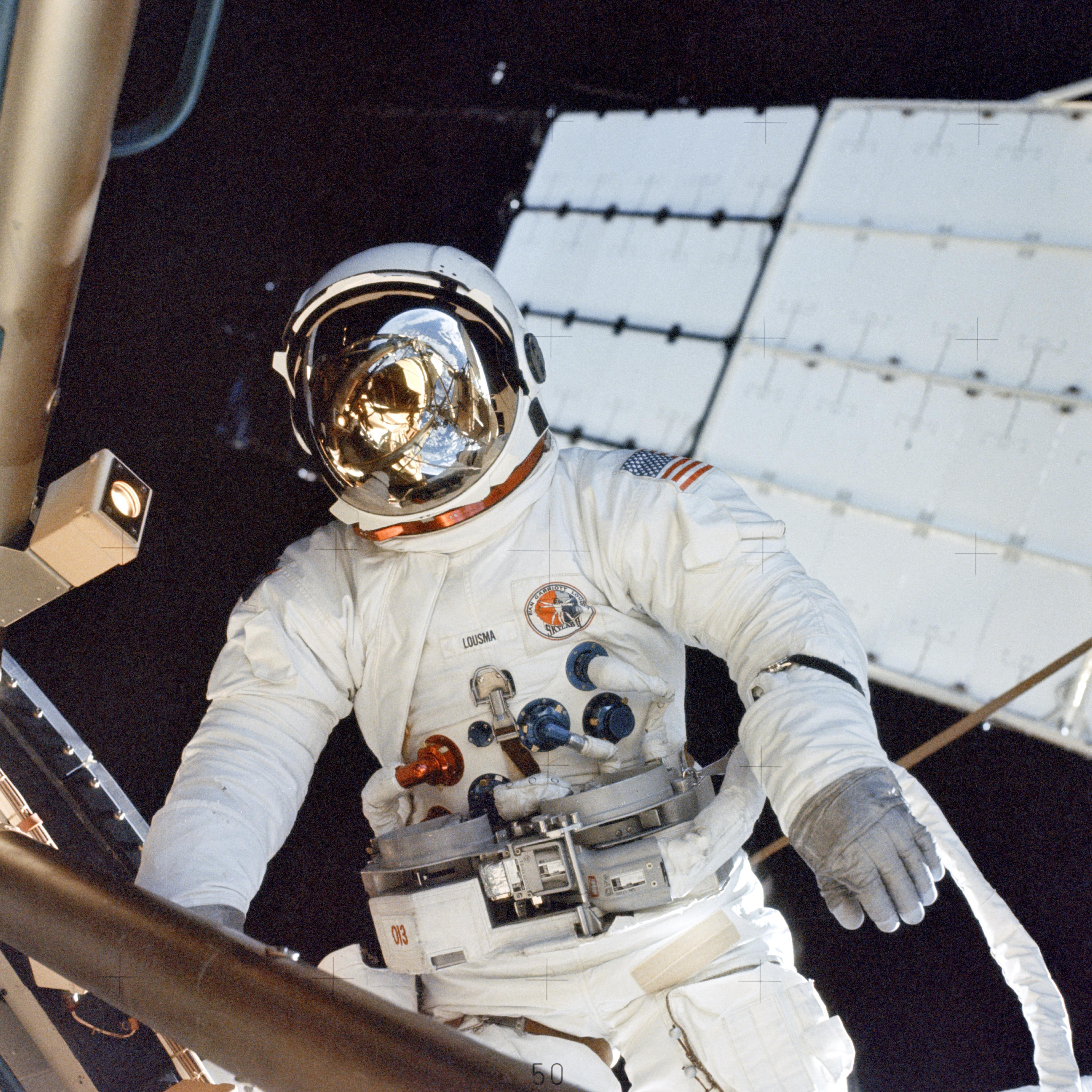 an astronaut in space will observe the sky as - photo #41