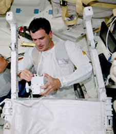 Astronaut Jeff Wisoff holds the control for SAFER