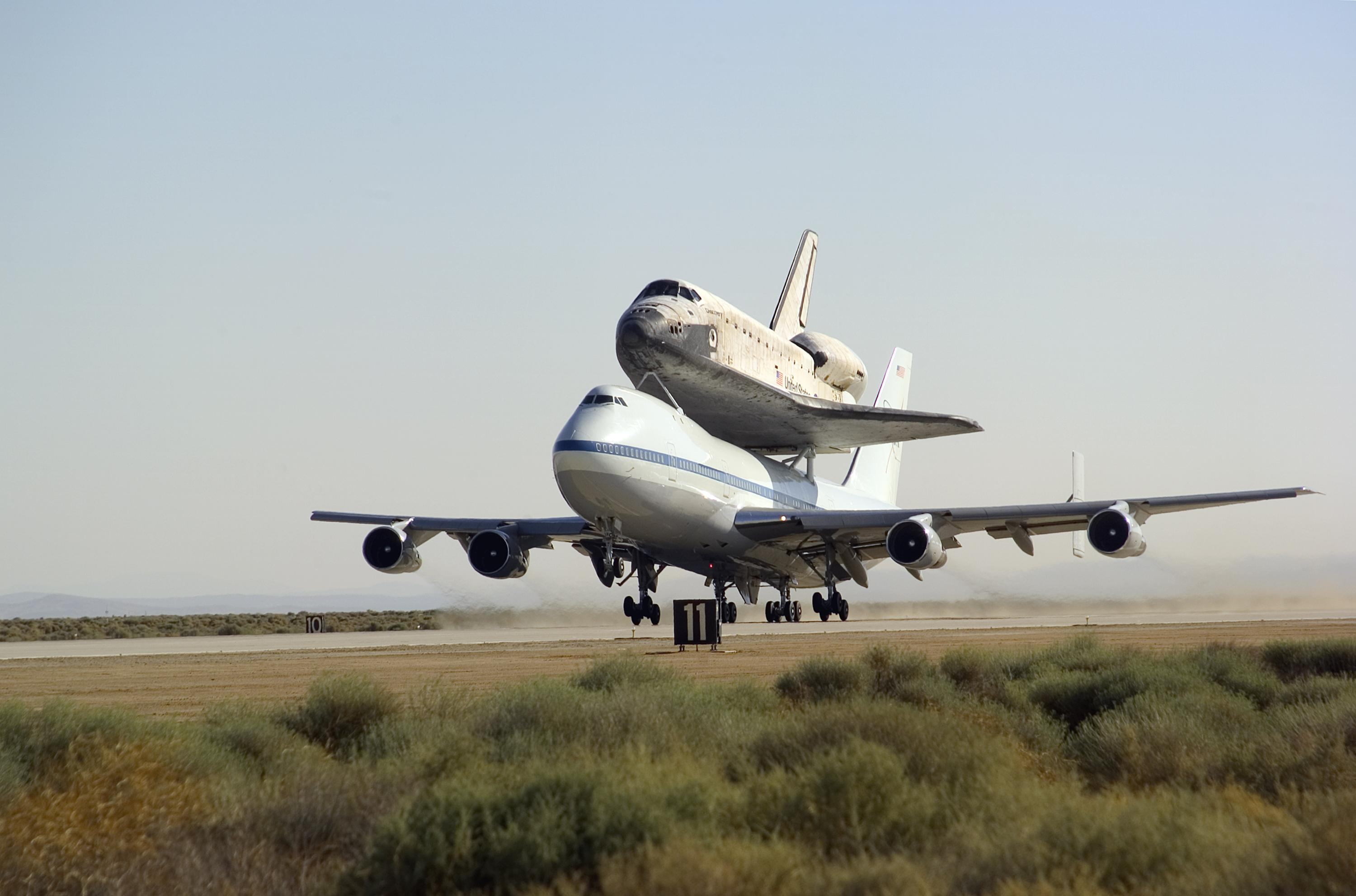 NASA's 747 Shuttle Carrier Aircraft with the Shuttle ...