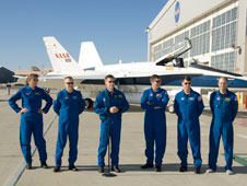 STS-126 Shuttle crewmembers give a post-flight briefing on the ramp before heading back to Houston in a G-II.