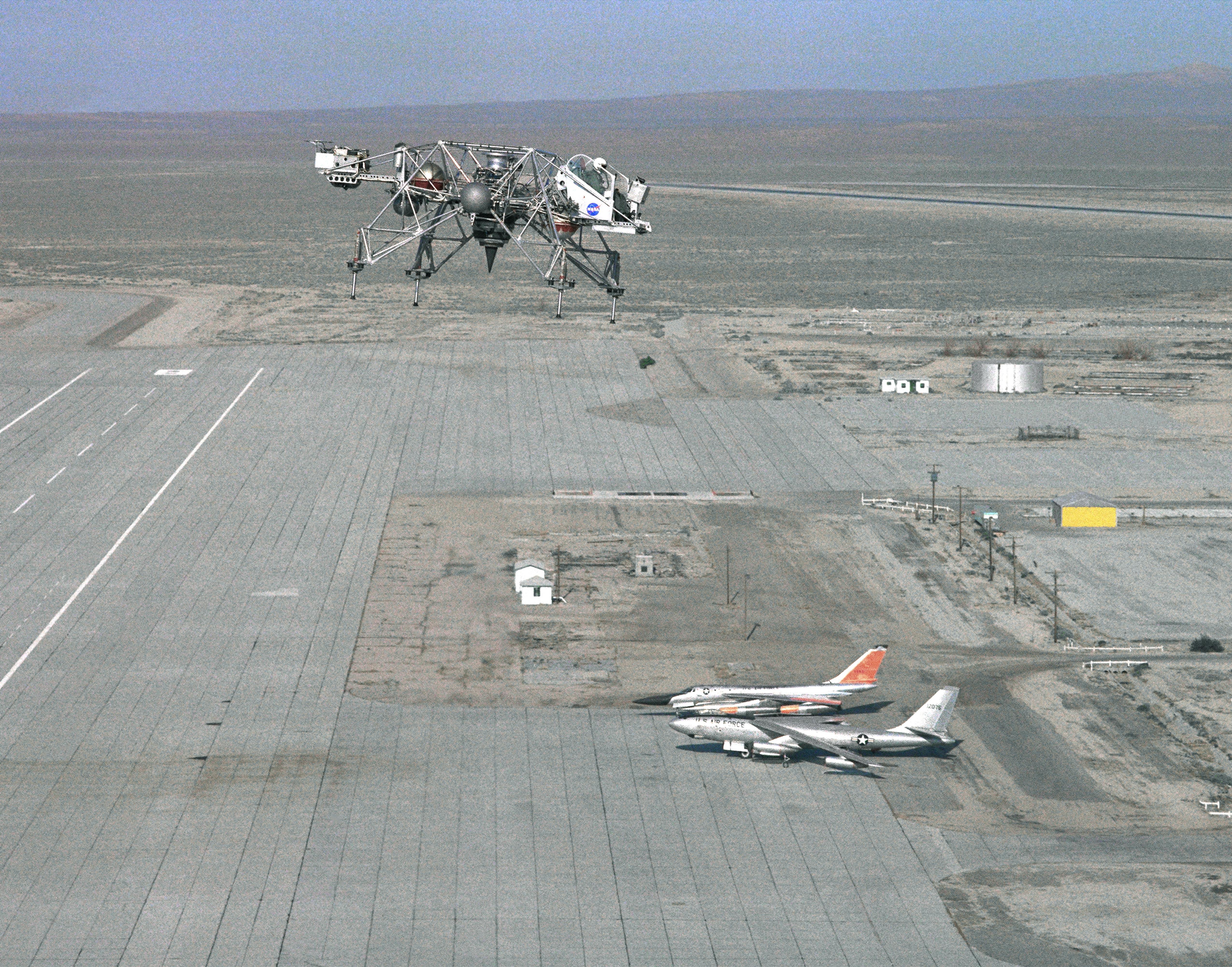 Nasa armstrong fact sheet lunar landing research vehicle for Nasa air study