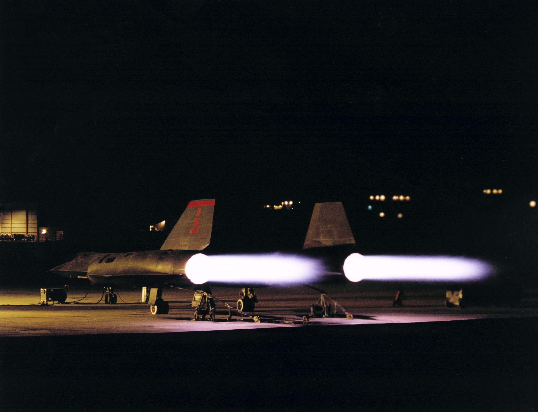 SR-71 Blackbird - The World's Fastest Manned Airplane | Mini
