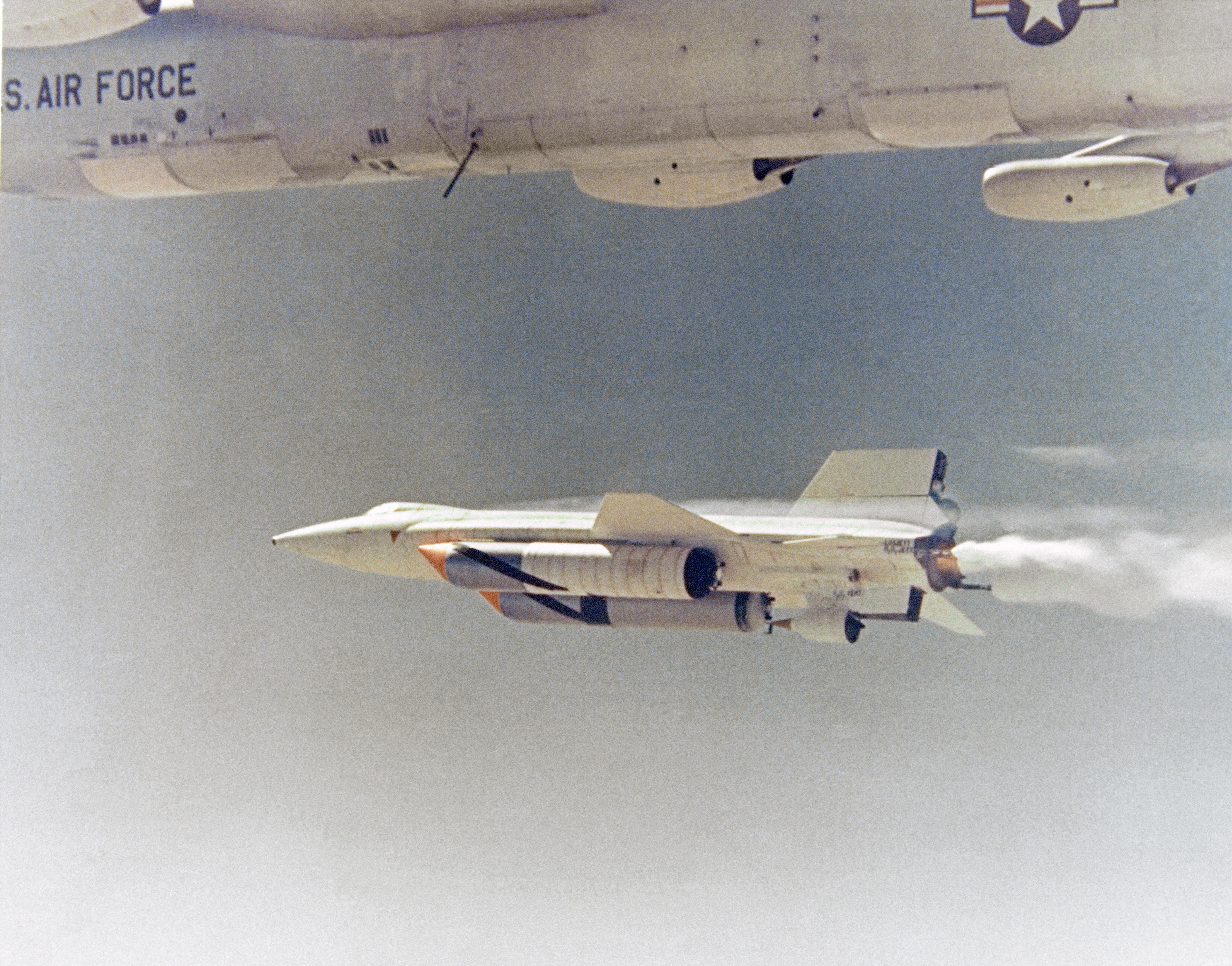 Nasa armstrong fact sheet x 15 hypersonic research program nasa 343293mainec68 1889fullg fandeluxe Choice Image