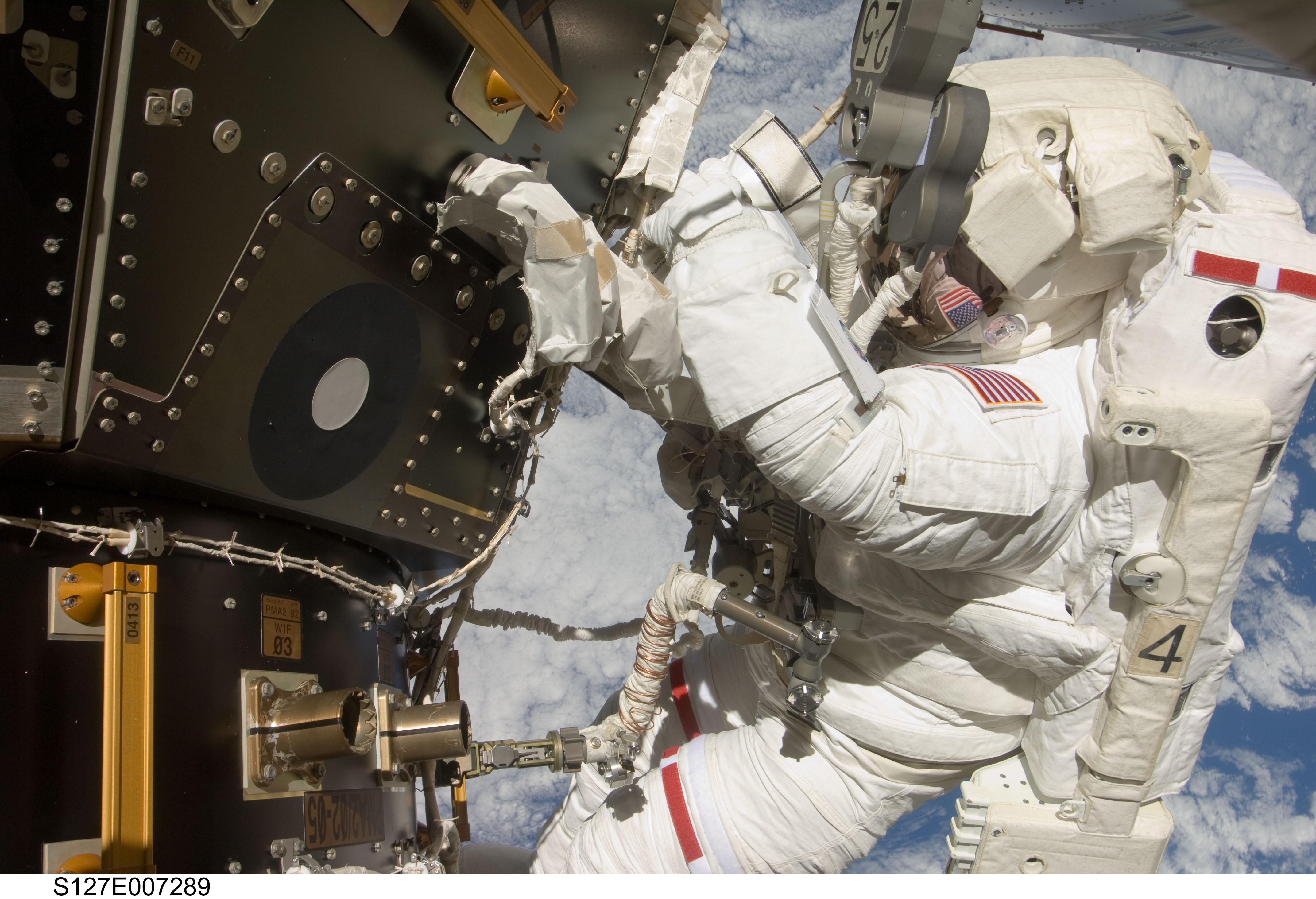 astronaut working in space - photo #38