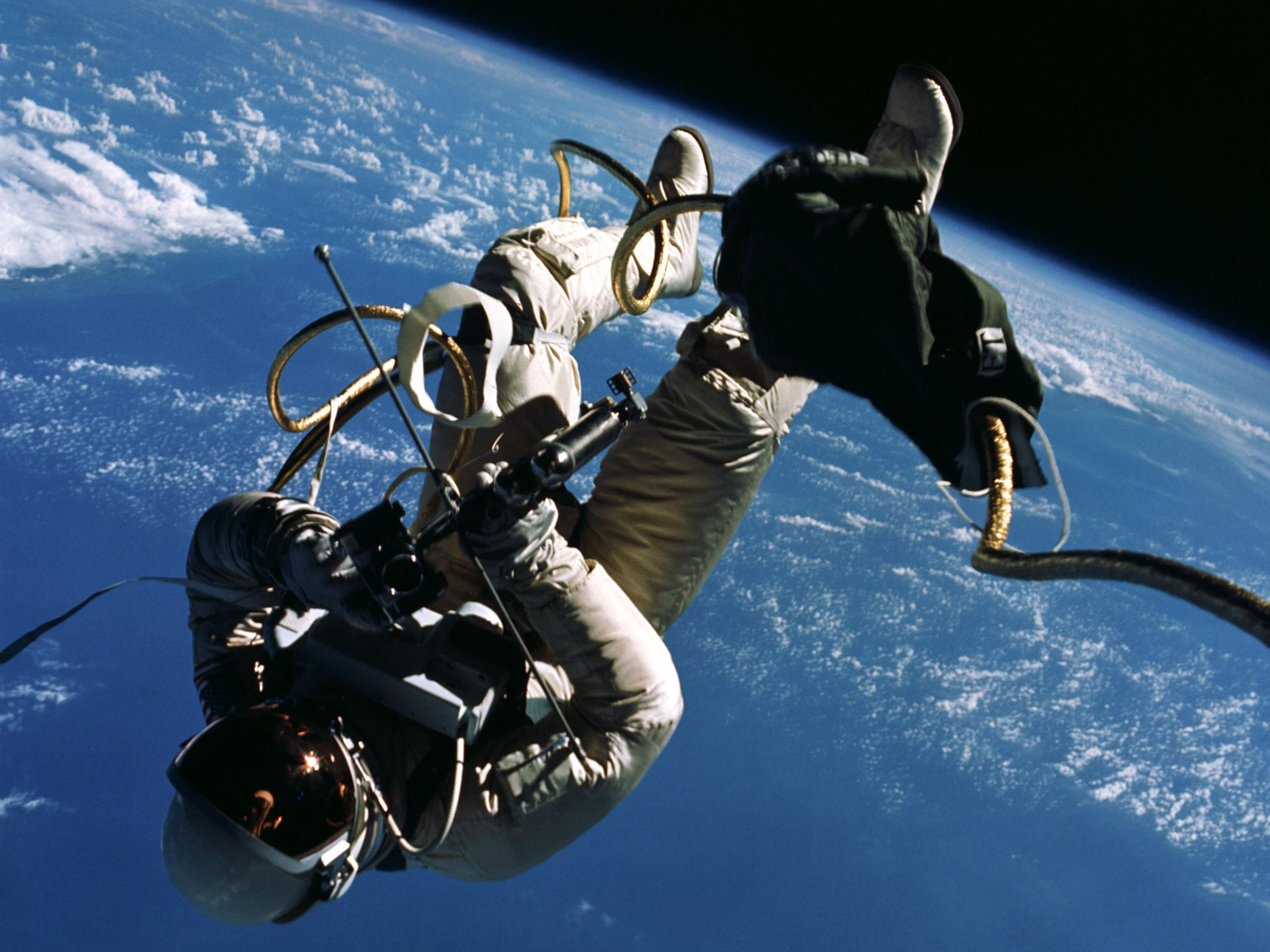 NASA Space Walk (page 3) - Pics about space