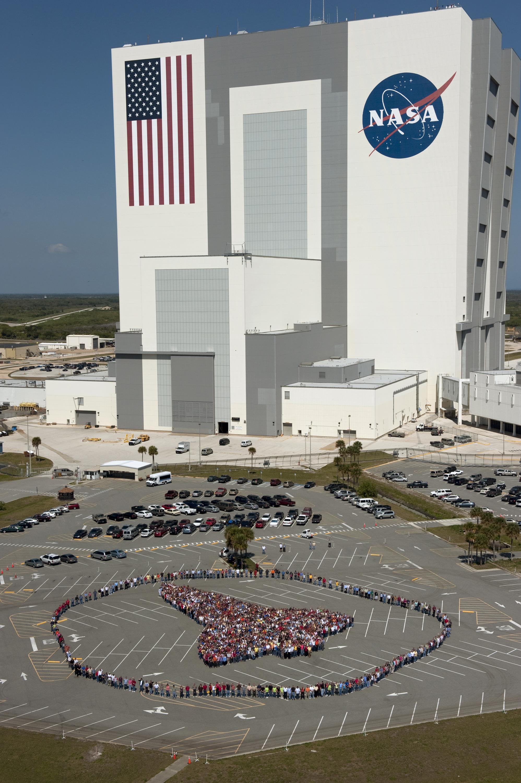 Na nasa new space shuttle design - Kennedy Employees Form Human Shuttle