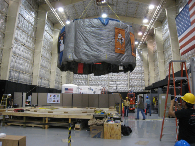 The OSU loft is lifted and transported to the HDU. Photo credit: NASA