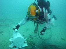 Aquanaut Steve Squyers (Cornell) traverses back to the translation box to go down a different path