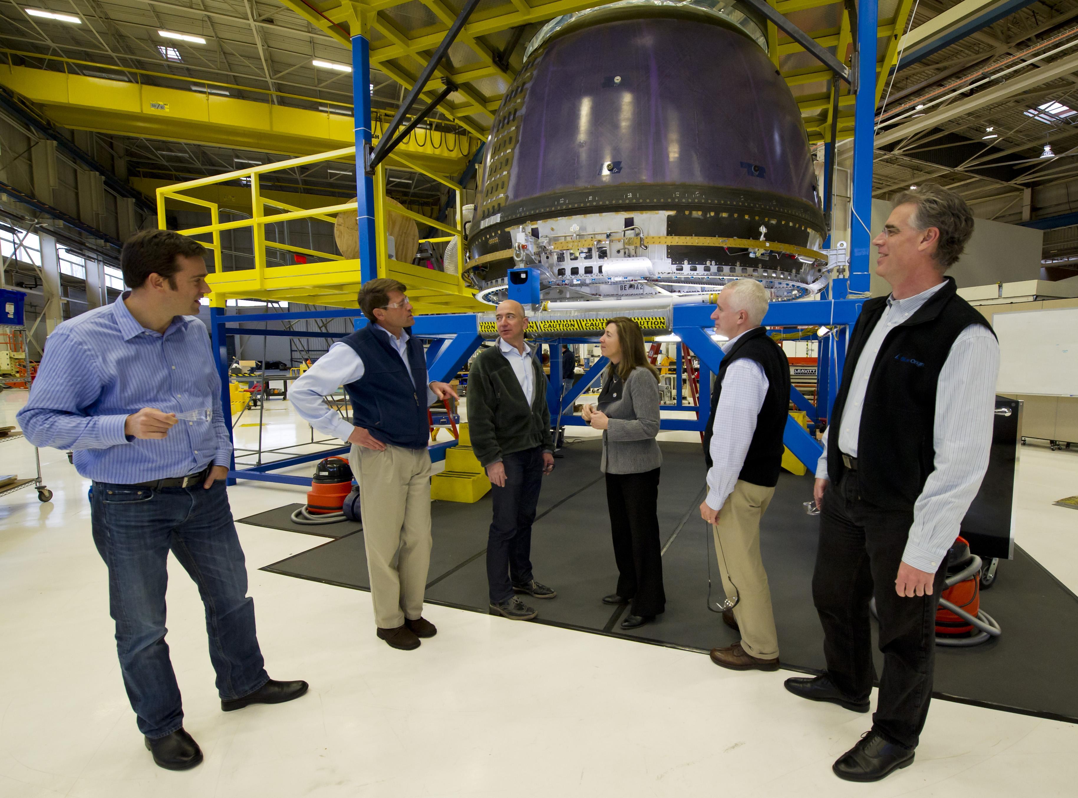 Manajemen NASA melakukan tour terkait dengan Blue Origin.
