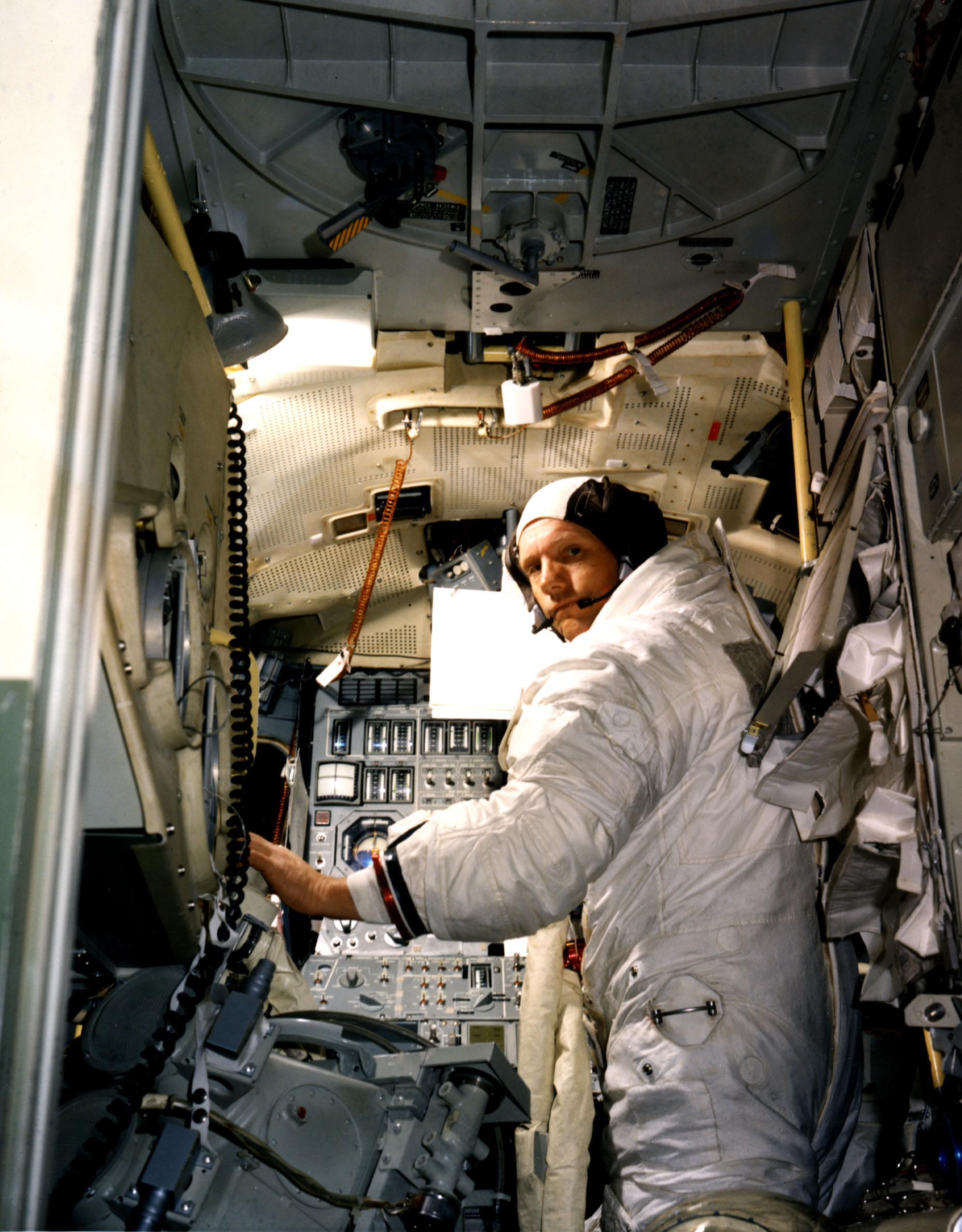 lunar module in space - photo #33