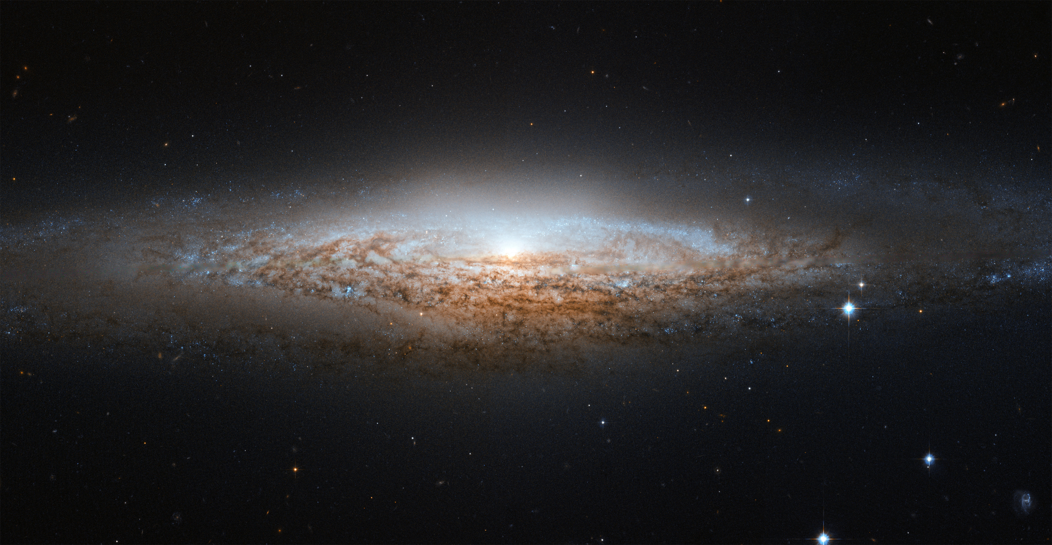 Hubble Spies a Spiral Galaxy Edge-on | NASA