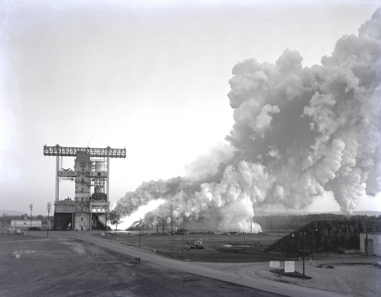 apollo spacecraft plugs out test - photo #20