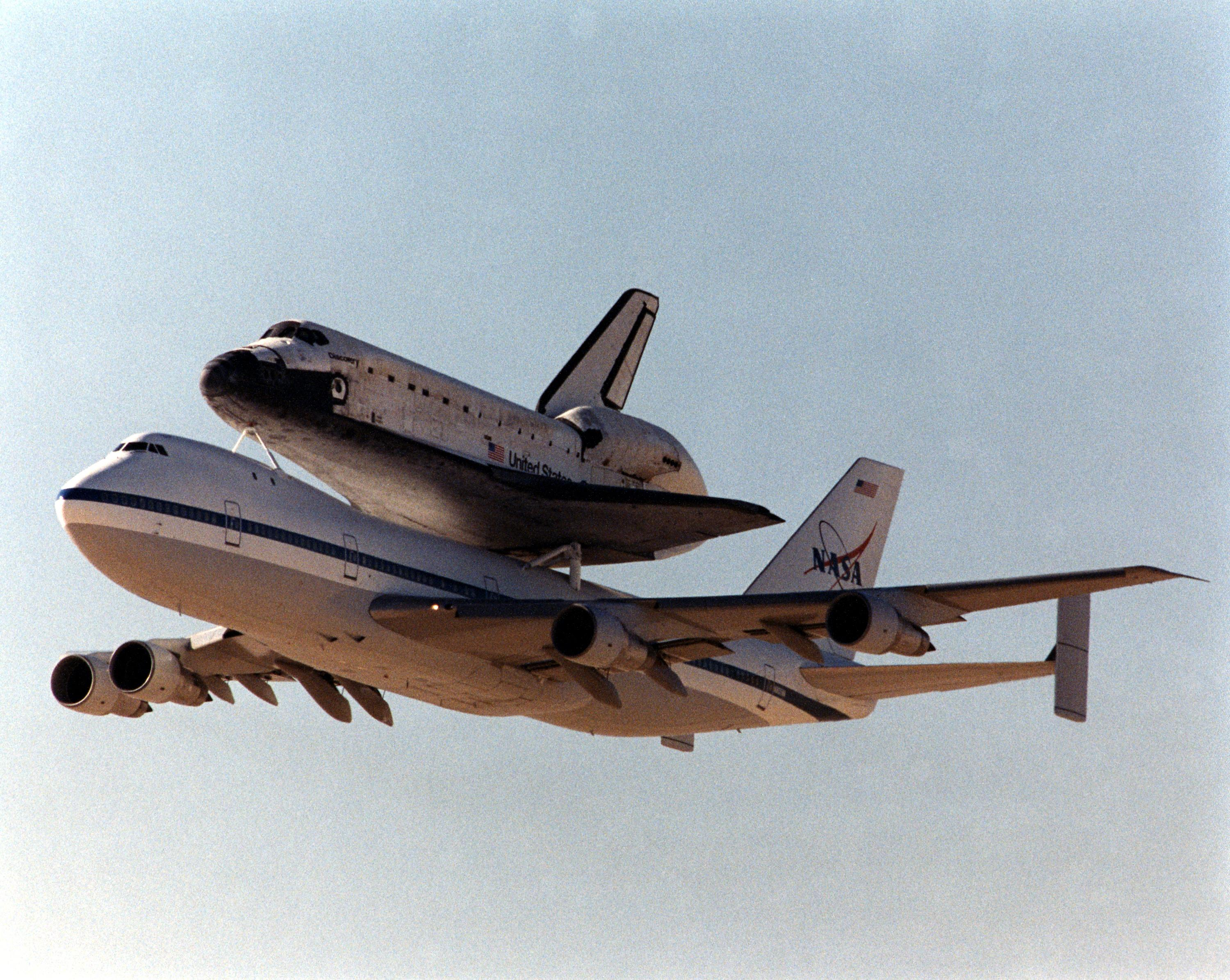 space shuttle landing on aircraft carrier - photo #41