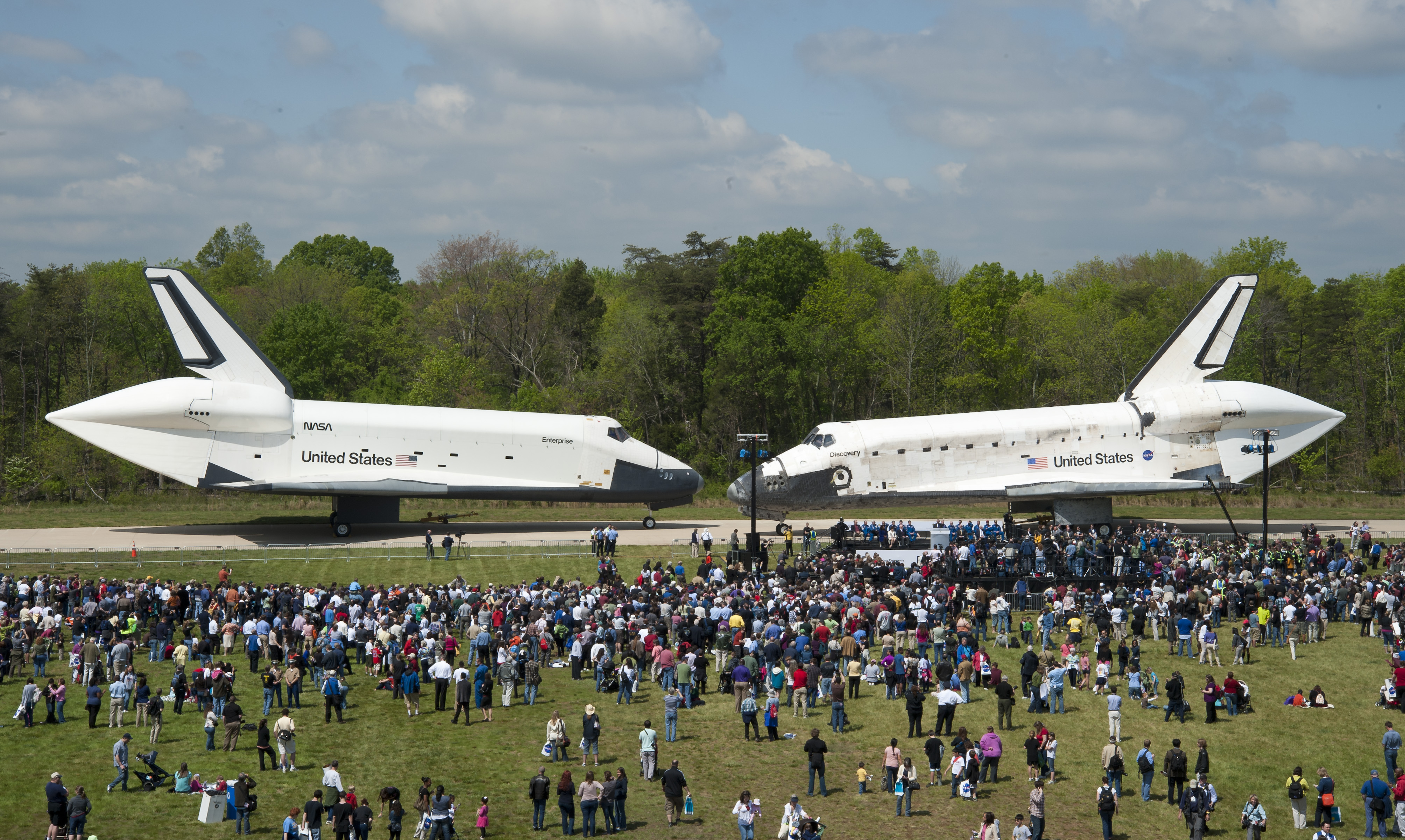 space shuttle discovery hazy - photo #33