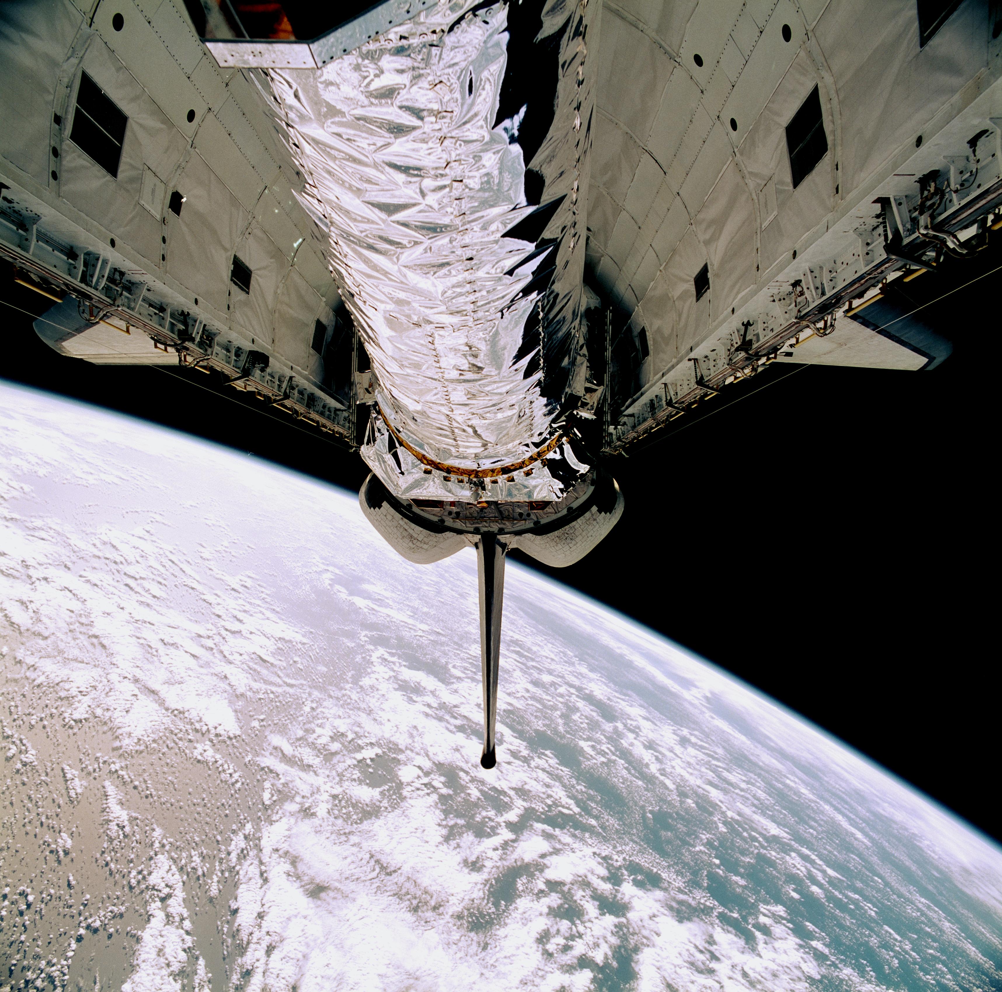 July 23, 1999, Chandra X-ray Observatory Awaits Deployment ...