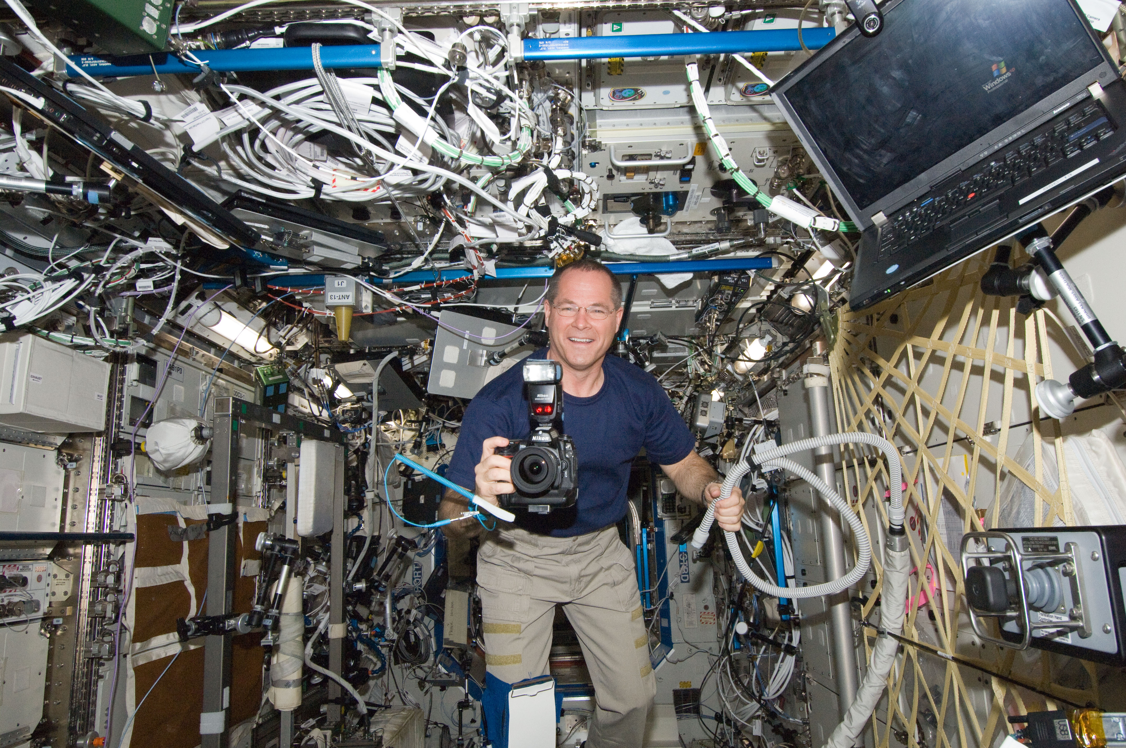 astronaut kevin ford in destiny lab