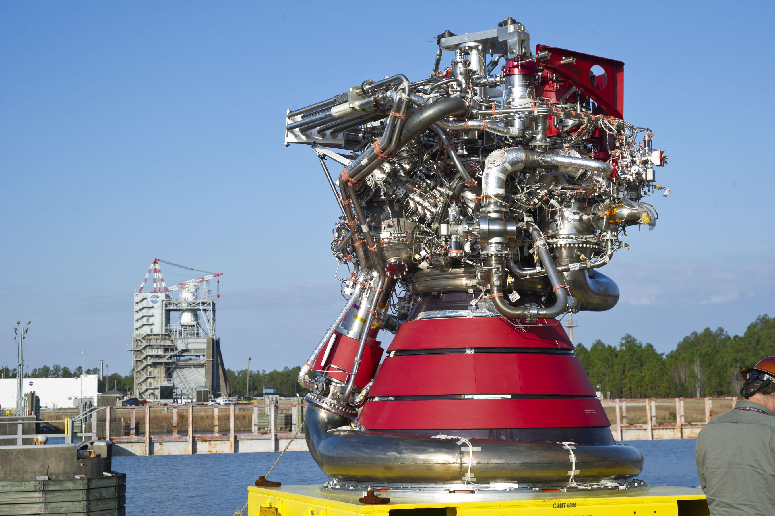 largest rocket engine - HD2700×1797