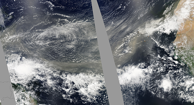 A well-defined plume of dust swept across the entire Atlantic Ocean on June 24, 2009.