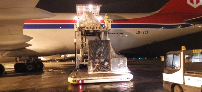 The three NASA-built instruments and associated ground support equipment for the U.S./European Jason-3 ocean altimetry satellite are removed from a Cargo Lux 747-800 transport plane