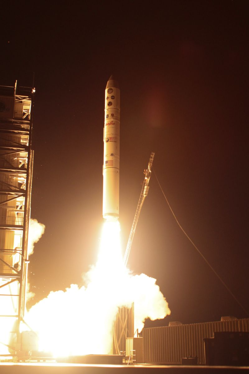 LADEE's Minotaur V rocket launches