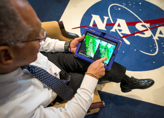NASA Administrator Charles Bolden explores new iPad Climate Data App