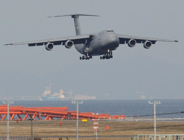 USAF C-5 carries GPM to Japan