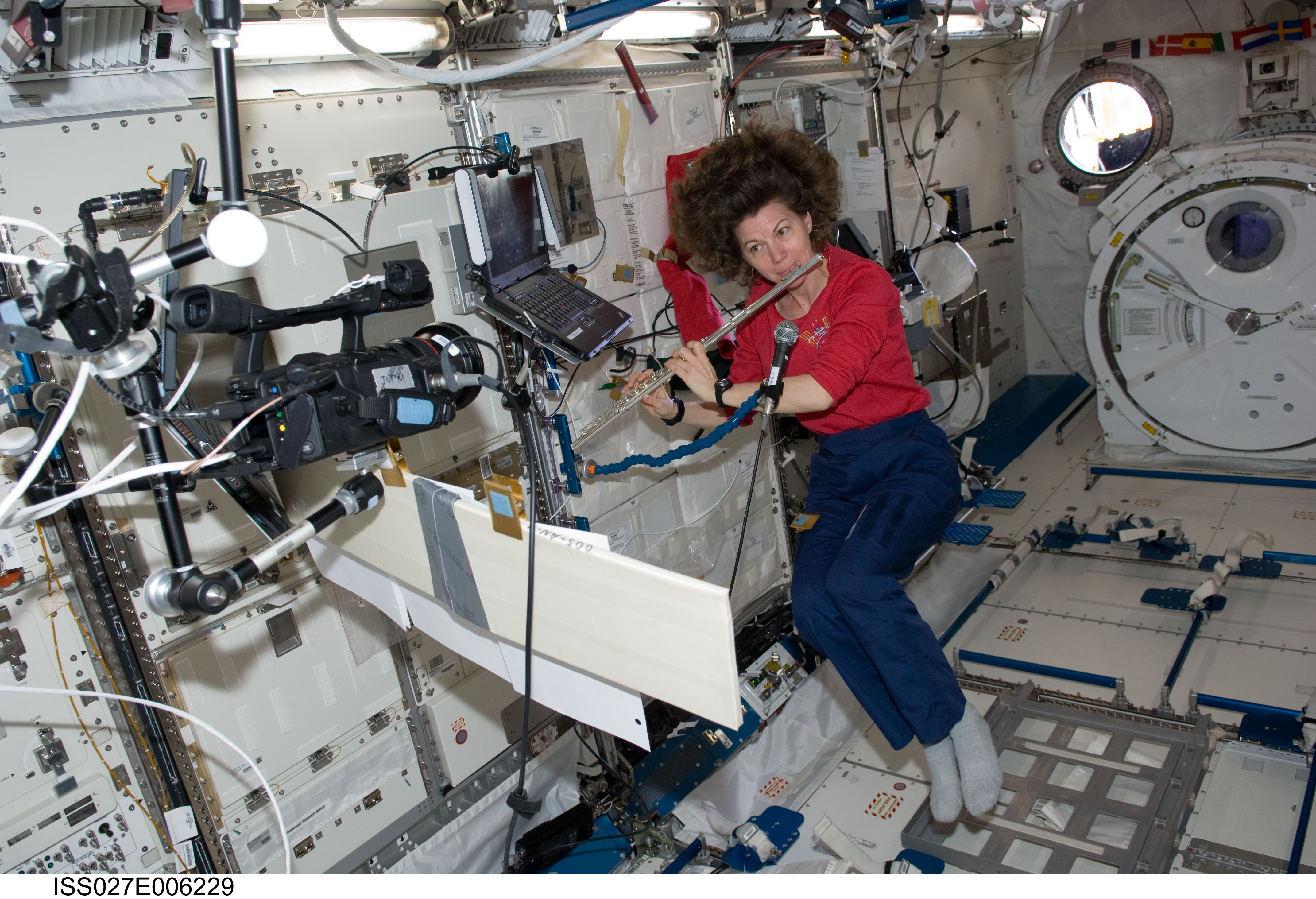 space station astronaut singing - photo #6