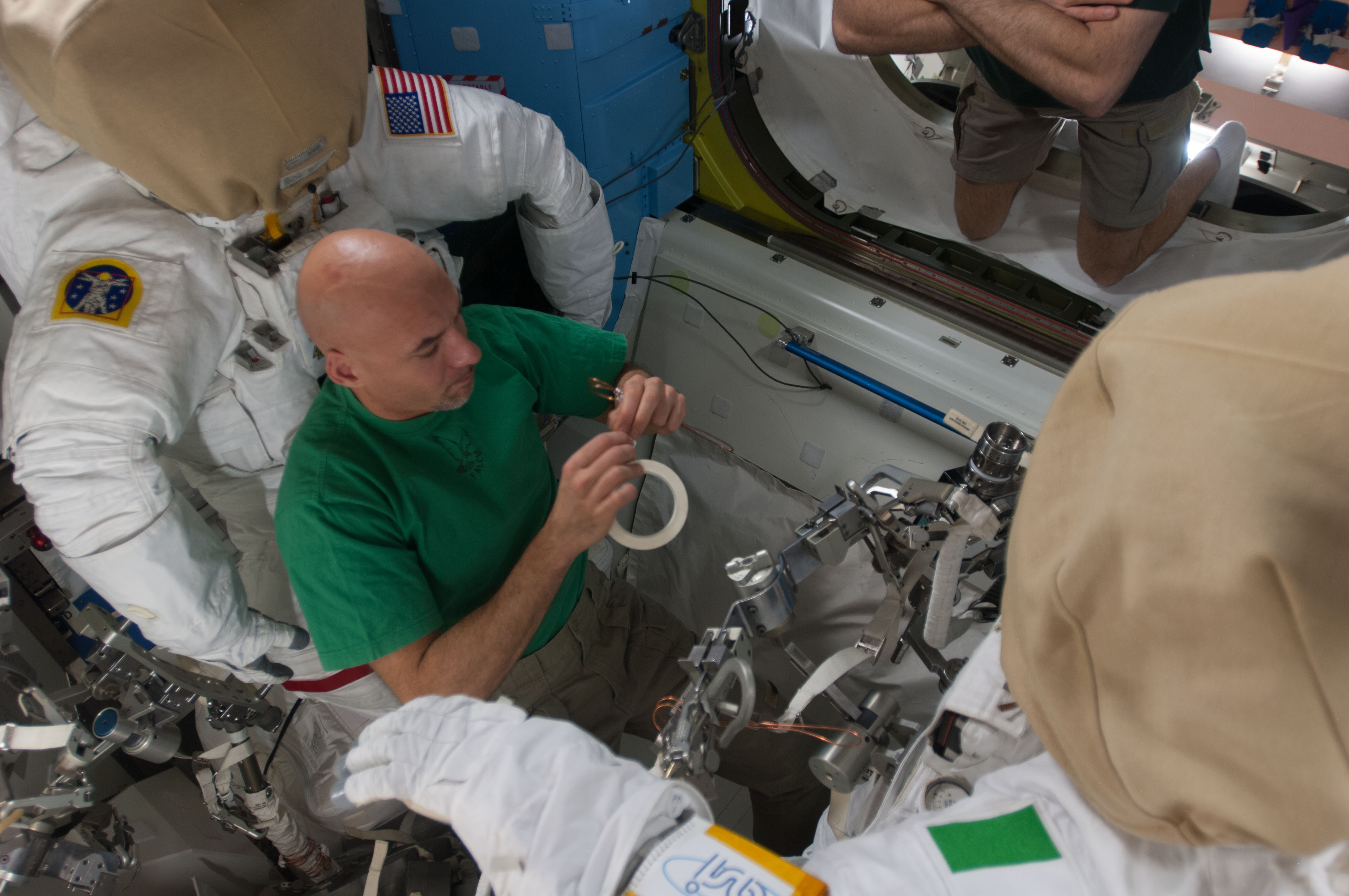 astronauts in space drinking water - photo #18