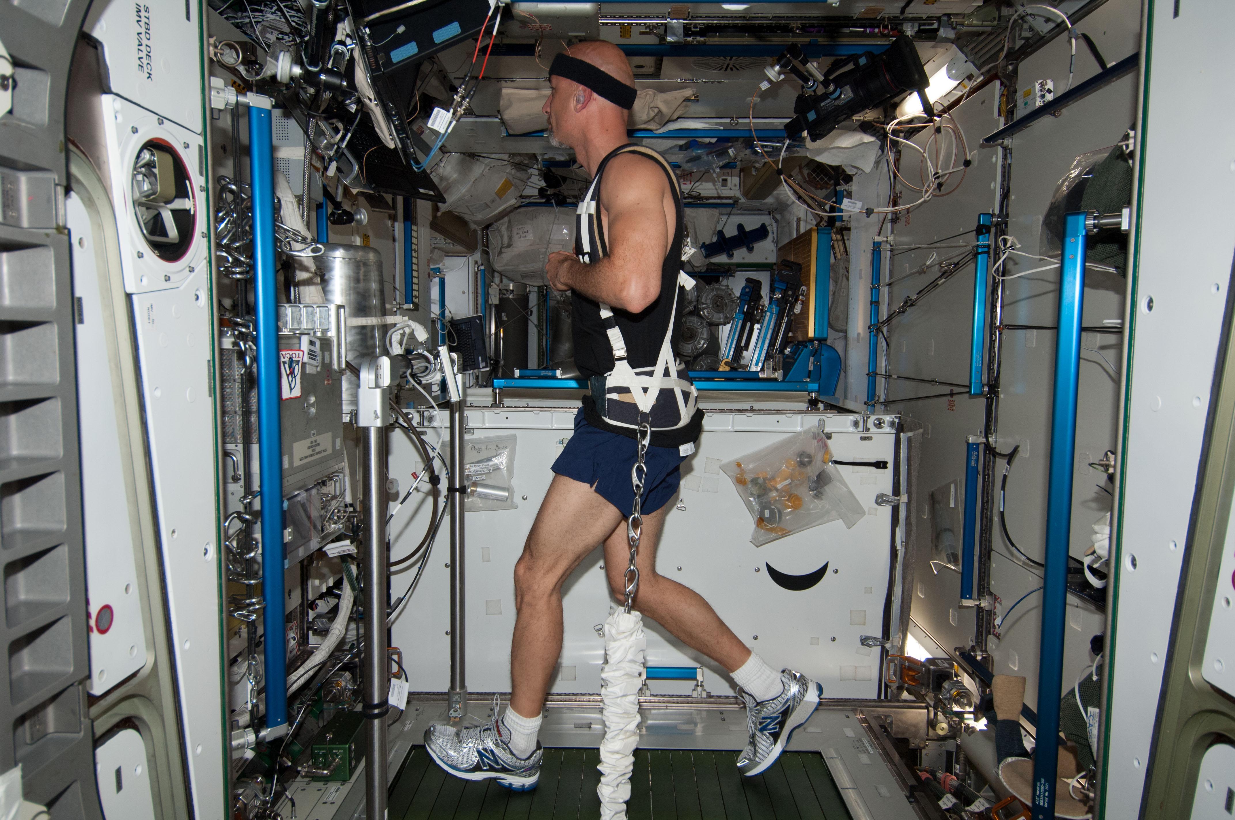 astronaut treadmill workout - photo #5